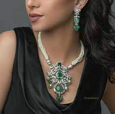 Emerald, diamond and pearl necklace Stylish Jewelry, Luxury Jewelry, Jewelry Sets, Fine Jewelry, Jewelry Necklaces, Fashion Jewelry, Bracelets, Jewellery, Diamond Pendant Necklace