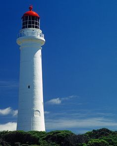 My love of lighthouses began with a little Australian children's show called #roundthetwist. For those who don't know this awesome little TV program was based on a series of fantastic short stories by Paul Jennings and centered around the quirky Twist family who just happened to live in a lighthouse.  Given my absolute love and nostalgia for this wonderful little TV series I couldn't possibly travel the Great Ocean Road and not visit #aireysinlet and #splitpointlighthouse where much of the…