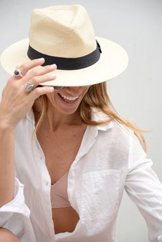 Gloria Morales from spanish blog atacadas wearing her favorite 3W Skin Bra as a summer essential under a cotten blouse.