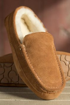 Classic styling and the unbeatable comfort of shearling make these Aaron slippers any man's year-round first choice