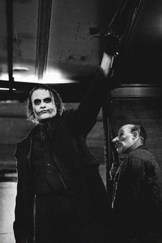 "Christopher Nolan on why he cast Heath Ledger as The Joker, ""Because he is fearless. Der Joker, Joker Und Harley Quinn, Heath Ledger Joker, Joker Art, Joker Dark Knight, The Dark Knight Trilogy, Kings & Queens, The Man Who Laughs, Watch The World Burn"
