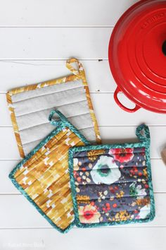 Radiant Home Studio surface pattern design & modern sewing patterns by Sara Curtis. Surface design for fabric, home decor, & stationery. Practical bags & home decor sewing patterns. Sewing Lessons, Sewing Hacks, Sewing Tutorials, Sewing Crafts, Sewing Tips, Potholder Patterns, Sewing Patterns Free, Free Sewing, Hand Sewing