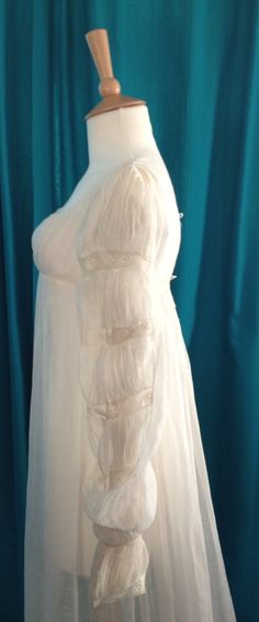 c1805-10 fine white muslin gown with Juliet sleeves. Sleeve detail.