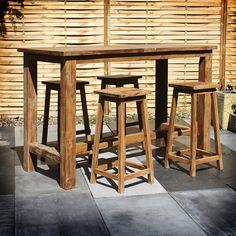 """De Teak Barset Milene is een zeer bijzondere en robuuste barset. De set is geheel gemaakt van teakhout. Het oppervlak van Teak voelt """"zacht"""" aan, doordat het hout wat vettig is. Dit wordt veroorzaakt door de zich in het hout bevindende olieachtige stoffen. Dankzij deze stoffen is de Barset Milene nog beter bestand tegen alle weersomstandigheden en garandeerd een zeer lange levensduur."""