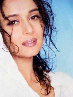 Beautiful Bollywood Actress, Most Beautiful Indian Actress, Beautiful Actresses, Hot Actresses, Madhuri Dixit Saree, Salman Khan Photo, Indian Actress Pics, Bollywood Pictures, Makeup Eye Looks