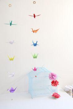 Cómo hacer grullas de origami y armar un móvil - Guía de MANUALIDADES Room Decor, Paper, Diy, Chill, Ideas, Dress, Home, How To Make, Paper Ornaments