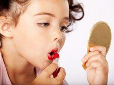 Quando é cedo demais? Dicas para apresentar sua filha a maquiagem. #dicasparamaes