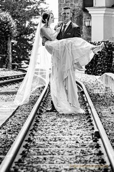 über die Schwelle tragen ... Railroad Tracks, Pictures, Newlyweds, Round Round, Wedding, Train Tracks