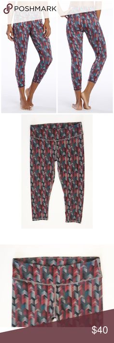 """FABLETICS SALAR MULTI RUNNING YOGA CAPRIS SZ S FABLETICS SALAR MULTI RUNNING YOGA CAPRIS SZ S - 30-32"""" WAIST - SIZE TAG IS MISSING BUT I PURCHASED THESE MYSELF SO THEY ARE A SMALL :) REFER TO MEASUREMENTS Fabletics Pants Capris"""