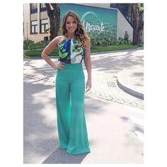 @re_dominguez for @videoshownoar  Re usa brincos @laramader_joias | anéis @laramader_joias | look @corporeum  #redominguez #actress #solnascente #redeglobo #concept #sirlene #estilo #elegância #color #green #videoshow #diva #power #poder #beautiful #linda #newstyle #moda #vogue #elle #job #loveit #style #styling #stylish #job #luvmyjob #loveit