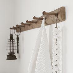 Knoppbräda ovanför toaletten