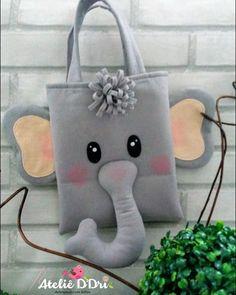 Nenhum texto alternativo automático disponível. Cute Sewing Projects, Sewing Patterns For Kids, Felt Animal Patterns, Animal Bag, Diy Bags Purses, Fabric Toys, Safari Party, Felt Applique, Kids Bags
