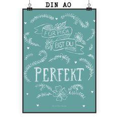 Poster DIN A0 Du bist perfekt aus Papier 160 Gramm  weiß - Das Original von Mr. & Mrs. Panda.  Jedes wunderschöne Poster aus dem Hause Mr. & Mrs. Panda ist mit Liebe handgezeichnet und entworfen. Wir liefern es sicher und schnell im Format DIN A0 zu dir nach Hause. Das Format ist 841 mm x 1189 mm.    Über unser Motiv Du bist perfekt  Für mich bist du perfekt - eine Aussage, die so schlicht ist und doch mehr sagt als 1000 Worte.    Verwendete Materialien  Es handelt sich um sehr hochwertiges…