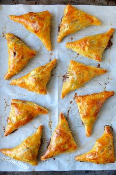Transform a classic appetizer into finger-friendly single servings with an easy recipe for baked Brie bites with jam and puff pastry. Appetizers For Party, Appetizer Recipes, Snack Recipes, Cooking Recipes, Brie Bites, Puff Pastry Recipes, Jam Recipes, Baked Brie Recipes, Recipes With Brie Cheese