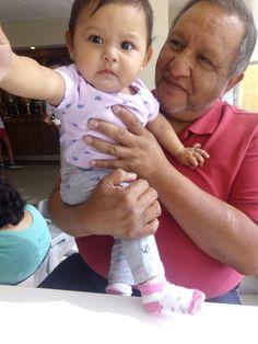 Ana Sofia y su Abuelo Víctor (antes Victorico)...Hotel City Express Tuxtla Gutiérrez,  Chiapas