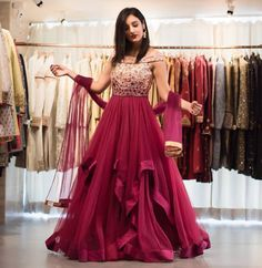 Gown Party Wear, Party Wear Indian Dresses, Indian Bridal Outfits, Indian Gowns Dresses, Dress Indian Style, Pakistani Bridal Dresses, Indian Designer Outfits, Sarara Dress, Long Gown Dress