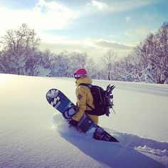 Billabong snowboarder Helen Schettini loves them pow days! ❄️❄️❄️