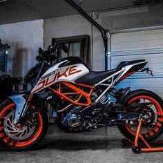 Duke Motorcycle, Duke Bike, Ktm Duke, Ktm Supermoto, Ducati Scrambler, Ktm Motorcycles, Bike Photoshoot, Bike Pic, Motorcycle Wallpaper