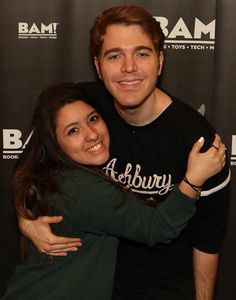 I JUST MET SHANE DAWSON BITCHES I FUCKING RULE THIS JOINT DONT MIND MY FUGLY ASS FACE HE LOOKS SO UNCOMFORTABLE BUT HE WAS SO NICE AND HE SMELLED GOOD AND HIS HANDS ARE HUGE AND HIS EYES ARE SO BLUE AND I THINK I SCARED HIM BUT OH WELL