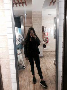 Mevsim Grunge Photography, Girl Photography Poses, Tumblr Photography, Artsy Photos, Cute Photos, Girl Photos, Tumblr Outfits, Foto Mirror, Fake Instagram
