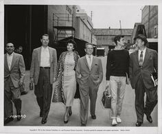Anthony Perkins with a bunch of people x)