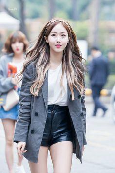 Gfriend arrival at music bank gfriend 여자친구 корейская мода da Korean Fashion Kpop, Korean Fashion Casual, Casual Skirt Outfits, Summer Outfits, Cute Outfits, South Korean Girls, Korean Girl Groups, Korean Hair Color, Sinb Gfriend