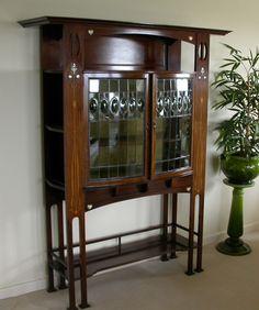 A Wylie & Lochhead Art Nouveau inlaid display cabinet - 20th Century Decorative Arts, Victoriana, Arts and Crafts, Art Nouveau, Art Deco, Le...