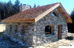25 Beautiful Stone House Design Ideas on A Budget Stone Cottages, Cabins And Cottages, Stone Houses, Country Cottages, Cabin Homes, Cottage Homes, Log Homes, Casa Do Rock, Stone Cabin