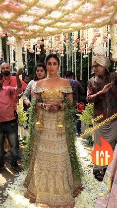 Gorgeous Kareena k khan Bollywood Celebrities, Bollywood Fashion, Bollywood Actress, Indian Bridal Lehenga, Indian Bridal Wear, Wedding Looks, Bridal Looks, Bridal Outfits, Bridal Dresses