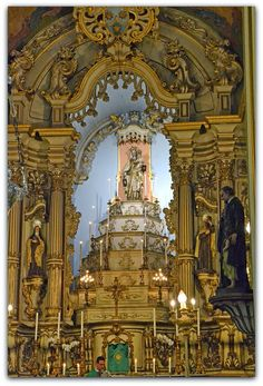 Altar-mor da Igreja da Ordem Terceira do Carmo de São Paulo (1793).  foto: Sergio Zeiger  http://sergiozeiger.tumblr.com/post/108580913248/a-igreja-da-ordem-terceira-do-carmo-tambem  Entre 1792 e 1793, a Ordem Terceira encomendou ao mestre entalhador José Fernandes de Oliveira um novo trono para a imagem da Virgem do Carmo,
