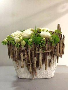 Designed by Koldo Esparza using wild cinnamon sticks. Designed by Koldo Esparza using wild cinnamon sticks. Love Flowers, Fresh Flowers, Beautiful Flowers, Deco Floral, Arte Floral, Ikebana, Corporate Flowers, Flower Boxes, Flower Decorations