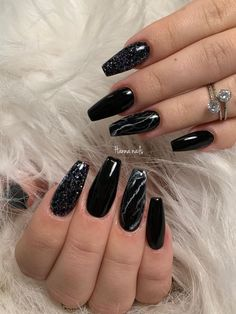 Here are some cute winter nail designs between black and silver glitter nails, black and gold glitter nails, and black marble nails designs. Long Black Nails, Black Marble Nails, Silver Glitter Nails, Black Acrylic Nails, Sparkle Nails, Best Acrylic Nails, Black Silver Nails, Black Almond Nails, Black Nail Art
