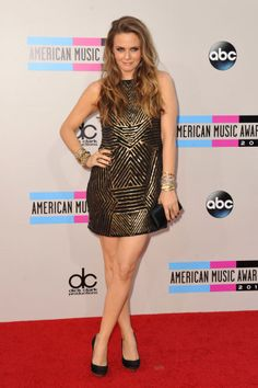 Wearing an art-deco inspired Nicole Miller Dress, satin clutch and Stella McCartney shoes Alicia Silverstone looks rockstar chic at the American Music Awards 2013. - 3 Celebrity Vegetarian Red Carpet Looks #vegan #veganfashion #vegetarian #redcarpet #celebritystyle #NicoleMiller #StellaMcCartney #AliciaSilverstone #AMA #AmericanMusicAwards2013