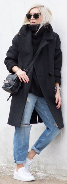 Ripped Jeans Trend: Figtny is wearing ripped Moto Hayden Boyfriend jeans from Topshop