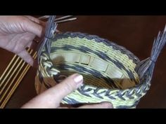 Newspaper weaving. Interweaving technique for a handle. Part 17. - YouTube