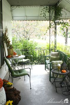 Cottage Fall Front Porch | MyBlessedLife.net