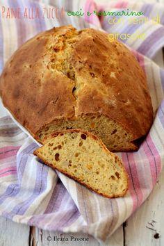 Pane alla zucca, ceci e rosmarino con semi di girasole. #vegetariano #halloween