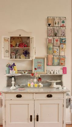 I want a vintage pattern hanger for my wall!--vintage cupboard