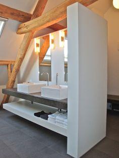 verbouwing hoeve - badkamer met zwevend tablet in manueel gepolierd beton Loft Bathroom, Bathroom Inspo, Attic Design, Sink Design, Attic Rooms, House Extensions, House 2, Amazing Bathrooms, Home Projects