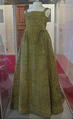 "1590-1610 Italy ---""Italian dress, from 1590-1610, located in Muzeo Nazionale di Palzo Reale, Pisa, foto Anea, http://aneafile.webs.com"""
