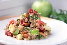 Σαλάτα με κινόα, φακές και μήλο