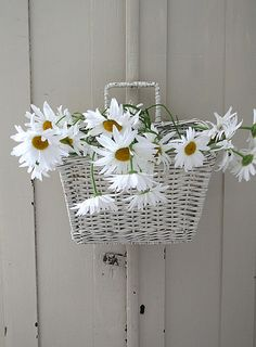 So beautiful!  Daisies will always and forever make me think of Granny :)