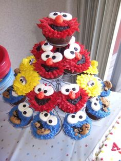sesame street cupcakes for her birthday :) Angry Birds Cupcakes, Cupcakes For Boys, Fun Cupcakes, Cupcake Cakes, Cupcake Ideas, Monster Cupcakes, Cookie Monster, Cupcake Tier, Cupcakes Design