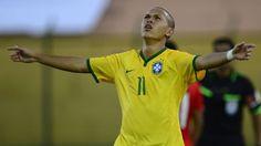 Con dos goles de Marcos Guilherme, Brasil derrotó a Chile por 2-1 el jueves en el inicio del grupo B del Sudamericano Sub 20 en Uruguay, triunfo que confirma al ganador como uno de los favoritos para alcanzar la clasificación al Mundial Nueva Zelanda 2015. Enero 15, 2015