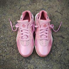58558af86829 Instagram post by ❤ Loversneakers • Feb 17