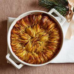 Krispig potatis med örter | Recept ICA.se New Year's Food, Good Food, Beef Recipes, Vegan Recipes, Vegan Food, Halloumi, Naan, Food Gifts, Recipes