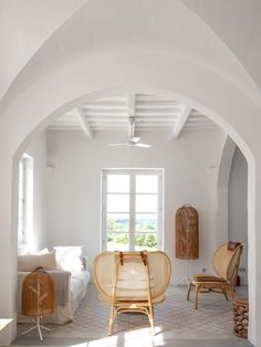 French architects Atelier du Pont gave this historic finca in Menorca a modern update befitting its posh amenities while staying true to its local roots. Menorca, Modern Rustic Decor, Rustic Design, Mid-century Modern, Piscina Interior, Decoracion Vintage Chic, Patio Interior, Modern Interior, Modern Furniture