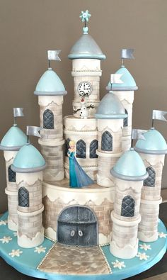 Frozen Castle I made this cake for a little girls 6 birthday.I was inspired by Mc Greevy. Torte Frozen, Frozen Castle Cake, Frozen Birthday Cake, Castle Cakes, Birthday Cakes, Tarta Frozen Disney, Disney Frozen Party, Disney Cakes, Gorgeous Cakes