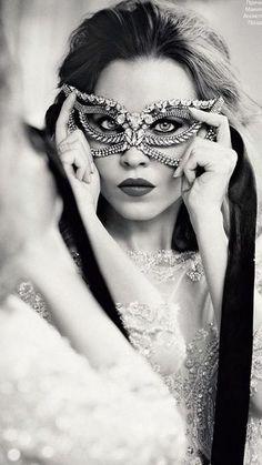 Masquerade ♥ crystal mask