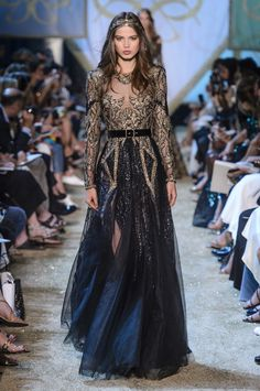 Elie Saab Haute Couture Herbst/Winter The Effective Pictures We Offer You About edgy Runway Fashion A quality picture can tell you many things. Elie Saab Couture, Couture Dresses, Fashion Dresses, Haute Couture Fashion, Haute Couture Gowns, Mode Inspiration, Fashion Inspiration, Couture Collection, Beautiful Gowns
